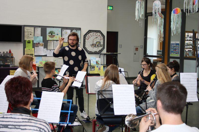 Drei Vereine – zwei Dirigenten – ein Orchester